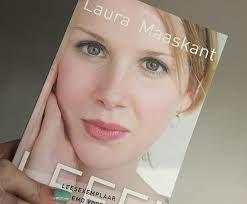 Laura Maaskant is vijftien als ze voor het eerst hoort dat ze een zeldzame vorm van kanker heeft. Na een lang en zwaar behandeltraject lijkt ze genezen, en pakt ze de draad van haar jonge leven weer op. Ze maakt haar vwo af en gaat studeren in Amsterdam. Maar dan keert de ziekte terug. www.bibliotheeklangedijk.nl