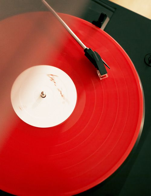 I like vinyl, red vinyl, black vinyl, white vinyl, picture discs...bring it on and keep the needle clean.