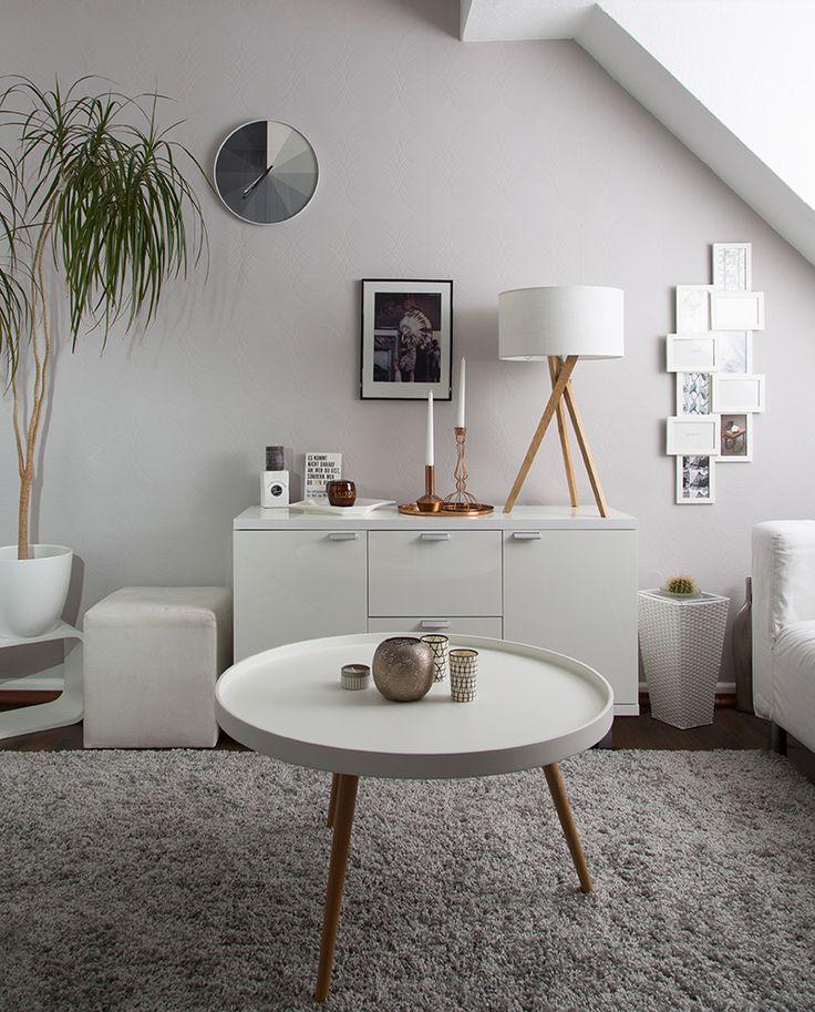 Harmonisch und unaufdringlich - Stil, Tiefe und Glanz. Kontraste setzen durch helle Wände + Möbel und einen dunklen Holz-Boden + Holz/Kupfer-Elemente: Scandinavian Interior Style mit Alpina