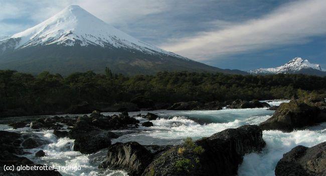 Los 3 parques nacionales más visitados y más sorprendentes de Chile - Chile Travel volcan Osorno desde saltos del rio Petrohue, Llanquihue