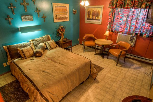 1000 images about motel on pinterest for Cowboy living room ideas