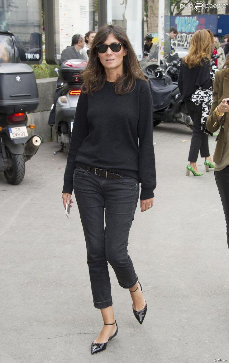 Emmanuelle Alt arrive au Palais de Tokyo pour assister au défilé Zadig & Voltaire. Paris, le 2 octobre 2013.