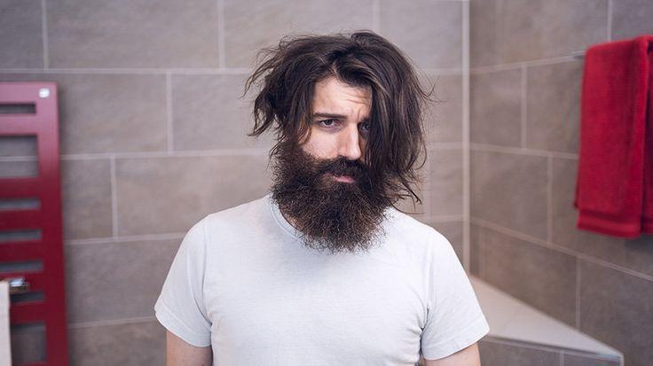 Oha, ein Bad Beard Day. Was soll ich nur machen? Nicht verzweifeln, unsere Tipps für deine Bartpflege an einem schlechten Tag. www.blackbeards.de/bartpflege/bad-beard-day-tipps/ #bartpflege #beardcare #badhairday #badbeardday #ratgeber #bart #hilfe #diy #sos #pflege #bart #beard #bartpflege #grooming #beardgrooming #beardwash #beardbalm #beardoil #bartöl #bartpomade #bartshampoo