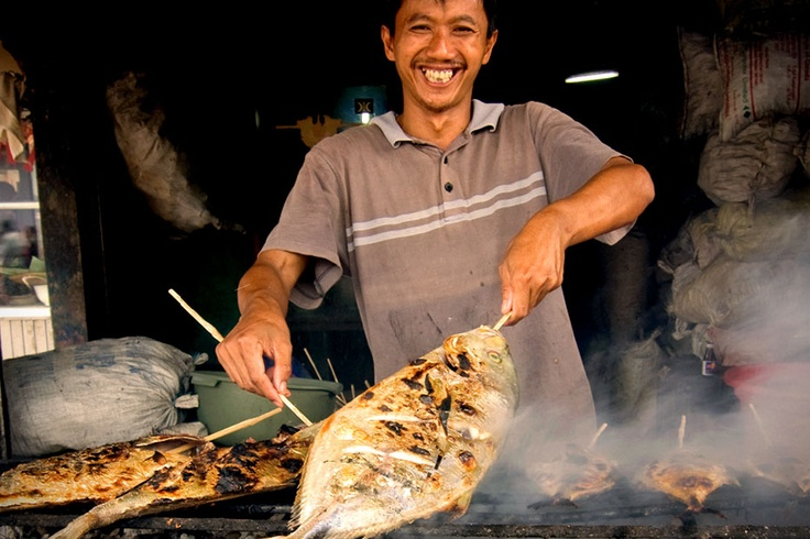 With its endless seas and countless fishes and other sea dwellers, Indonesia is a paradise for seafood lovers.