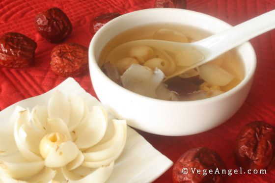 Lotus Seed Lily Bulb and Red Date Dessert Soup 莲子百合红枣糖水
