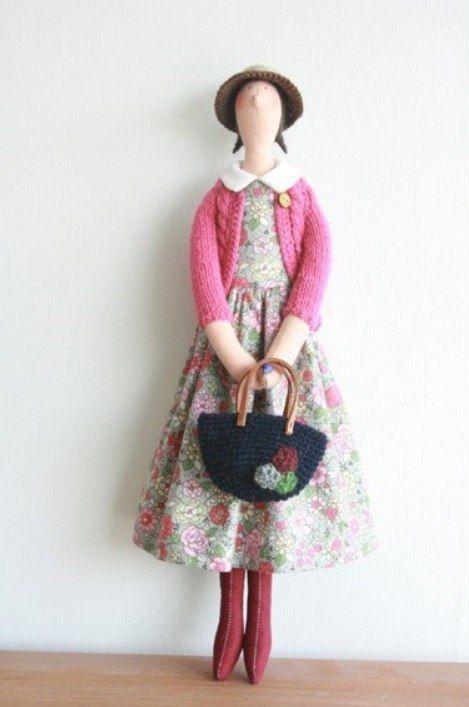 Tilda doll by 'Hands House'. Not normally a huge fan of tilda dolls, but I really like those made by 'Hands House'.