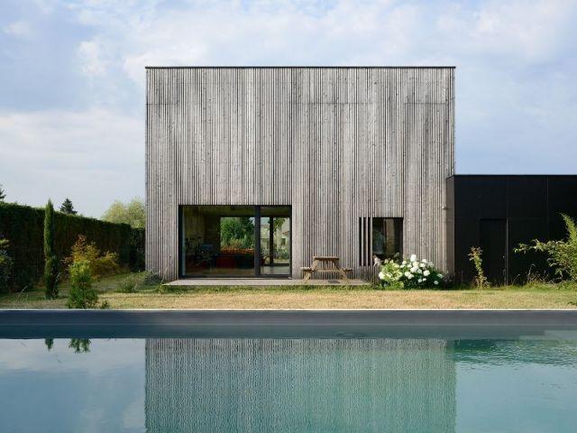 B. comme bioclimatique. C'est simple et efficace comme la maison qui porte ce nom, imaginée par les architectes de l'agence Tectoniques. D'un cube de bois compact, ils en ont fait un lieu de vie ... #maisonAPart