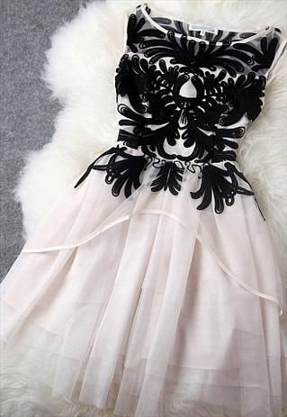 floral embossed white tulle dress | buy it here: http://rstyle.me/n/jrfhysqueFashion, Dresses Up, Christmas Dresses, Style, Clothing, Rehearal Dinner, Black And White, Black White, Tulle Dress