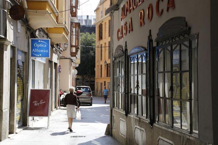 La Asociación de Vecinos (AVV) Canamunt ha decidido presentar alegaciones contra la comercialización de estancias turísticas en edificios de viviendas plurifamiliares y ha solicitado que no se lleve a cabo esta legalización y liberalización para comercializar las viviendas.
