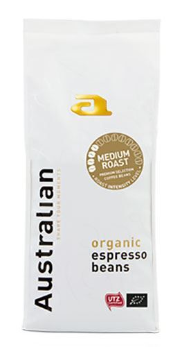 Australian Slowroast Medium 500 Gram UTZ Organic  Australian Slowroast Medium 500 Gram UTZ Organic Met deze fijne melange met een iets rinse smaak maak je heerlijke koffie. De koffiebonen zijn met veel zorg geselecteerd van plantages over de hele wereld.Benieuwd waar jouw koffie vandaan komt? Op de achterzijde van de verpakking vind je een uniek nummer die je kunt invoeren op de website van Australian. Zo weet jij het verhaal van jouw Australian koffiebonen en kun je heerlijk gaan genieten…