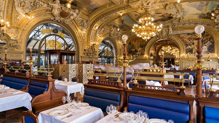 Gare de Lyon Place Louis Armand 75012 Le Train Bleu construit lors de l'exposition universelle de 1900 et qui fut fréquenté par des vedettes comme Brigitte Bardot, Jean Cocteau, Marcel Pagnol ou encore Colette.