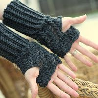 Twist Fingerless Gloves - Free Pattern/Tutorial.
