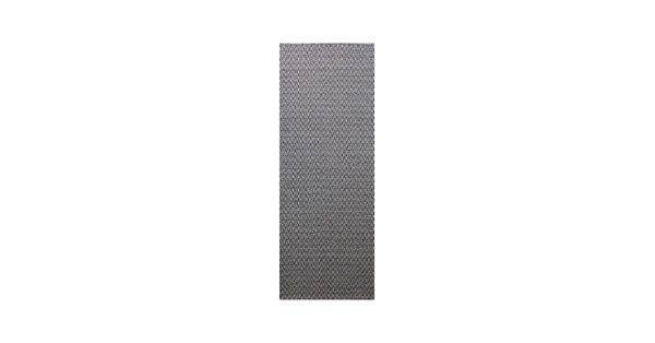 Charles matta vävd i ull. Charles är en vävd chenille-matta med tweedkänsla. Fiskbensmönstret vävs av ett tunt chenillegarn i ull och lin som har utvecklats unikt för just den här mattan. Inslaget av lingarn ger mattan en vackert skimrande yta.