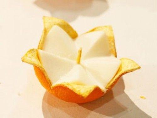 Vela con una naranja pelada