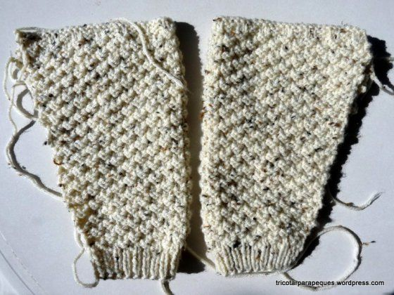 Chaqueta para niño con botones, talla 74-80 cm de estatura, aproximadamente 18 meses. Materiales: 2 ovillos de 100g de lana acrílica color crudo con chispitas marrones, de Lanas Nothern originals, …