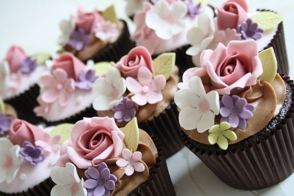 Oh, it's a flower garden on a cupcake!  Chocolate cupcakes are nearly invisible  because of the beautiful rose and five petal flower decorations.