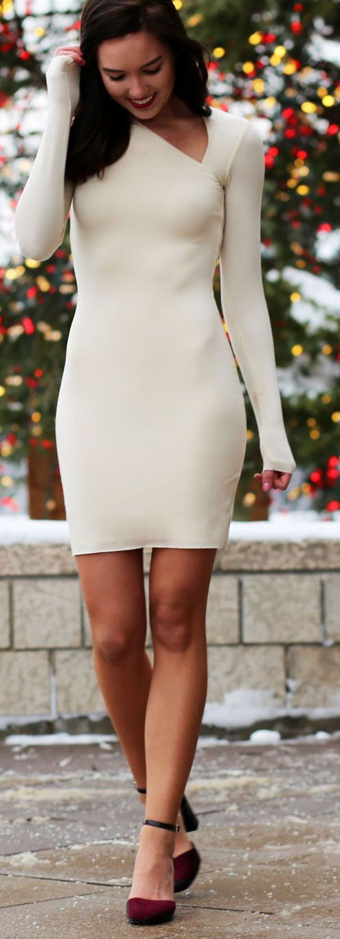 GIVEAWAY: Payless Shoes $300 gift card!! Perfect heels to take a dress to the next level - and they only cost $20!! PS: How gorgeous is this Bailey 44 cream bodycon dress with cutouts?? By fashion blogger Marie's Bazaar