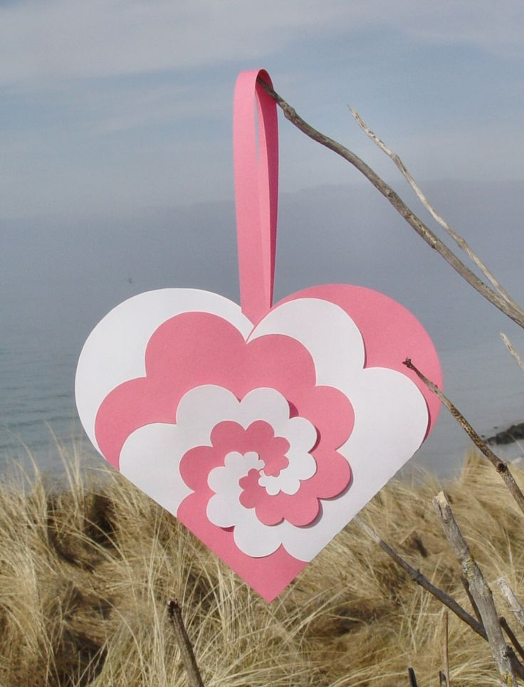 Love this woven heart - not sure how to make it, just wanted to hang onto the design and template