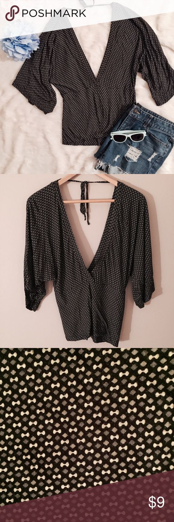 Batwing Black & White Top Mini bow print black and white top with batwing sleeves. Ties in back, can be worn as v neck or off the shoulder. EUC Tops Blouses