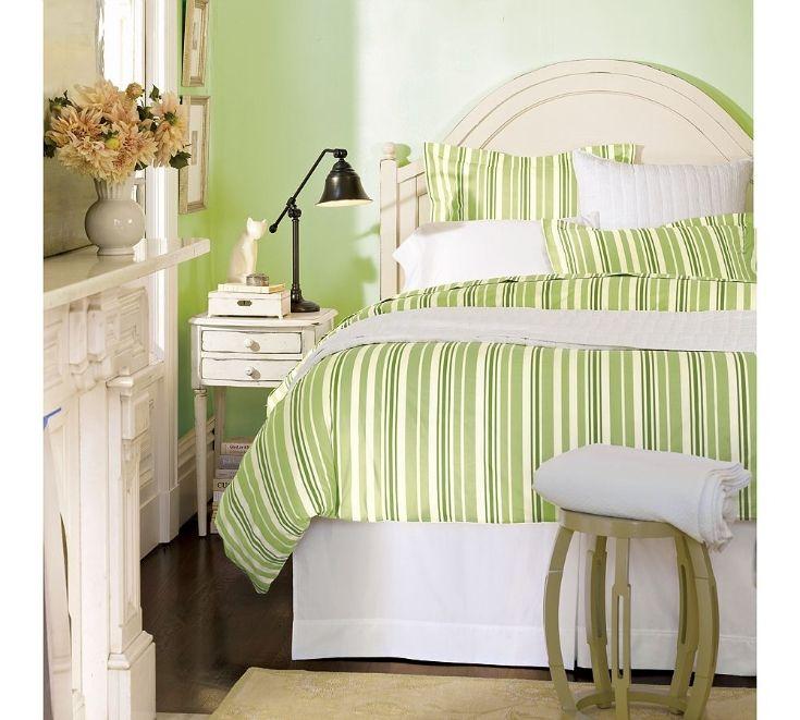 зеленая стена и зеленое постельное белье