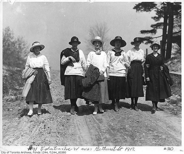 Women walking on Eglinton Avenue West near Bathurst Street, Toronto, 1912. #Edwardian #fashion #vintage #Canada