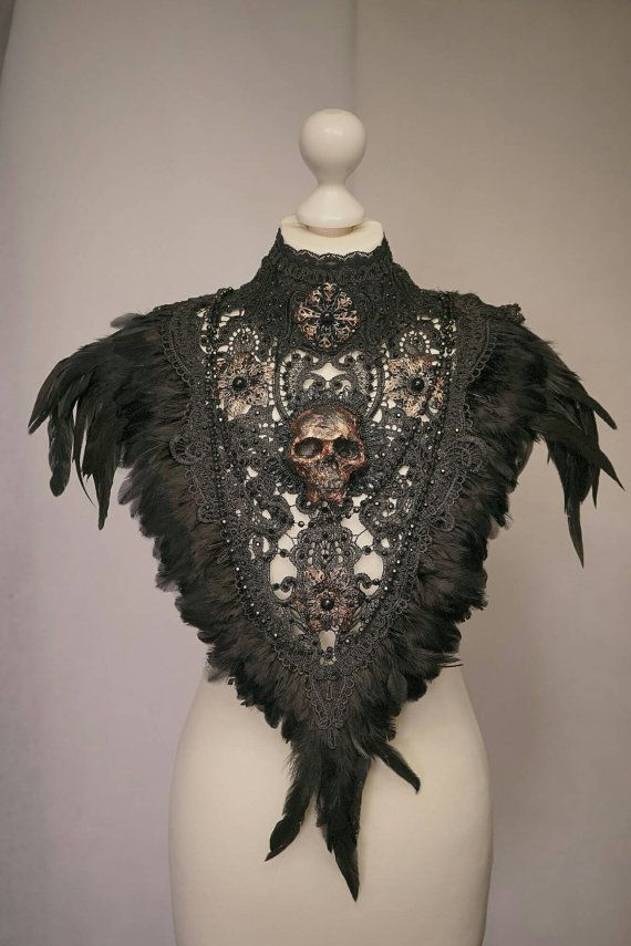 Ready to ship Skull collar with feather in bronze von tuahadedana