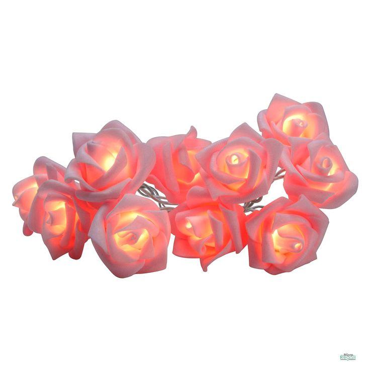 ROSE ROSA LED catena luminosa 10 rose cm 4,5 lunghezza cm 90 per interniCatena Luminosa Rose Rosa con Led per decorare e rendere fashion ogni angolo della tua casa. Le rose sono in materiale morbido, la catena luminosa è lunga cm 90 e contiene 10 Rose Bianche. Funziona a batterie.  Dimensioni Rosa cm 4,5 x 2,5  Lunghezza catena Luminosa cm 90 - n° Rose 10  Batterie necessarie (Non Incluse): 2 x AA Stilo  Adatto per uso interno