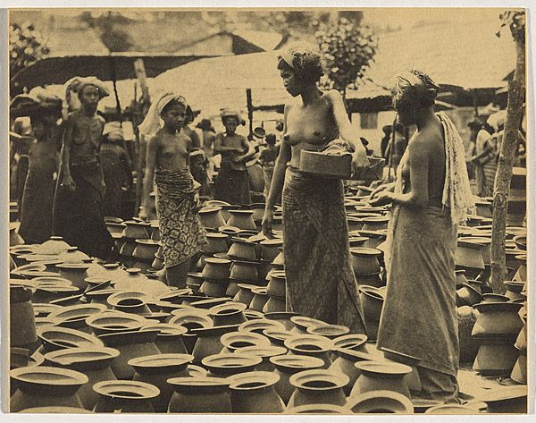 André ROOSEVELT, not titled [women among pots in Bali marketplace]