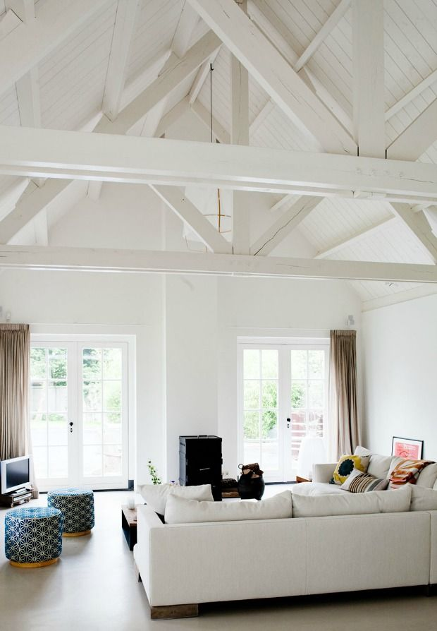 Hoog balkenplafond woonkamer