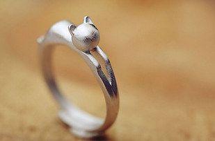 A pouncing Kawaii cat ring.