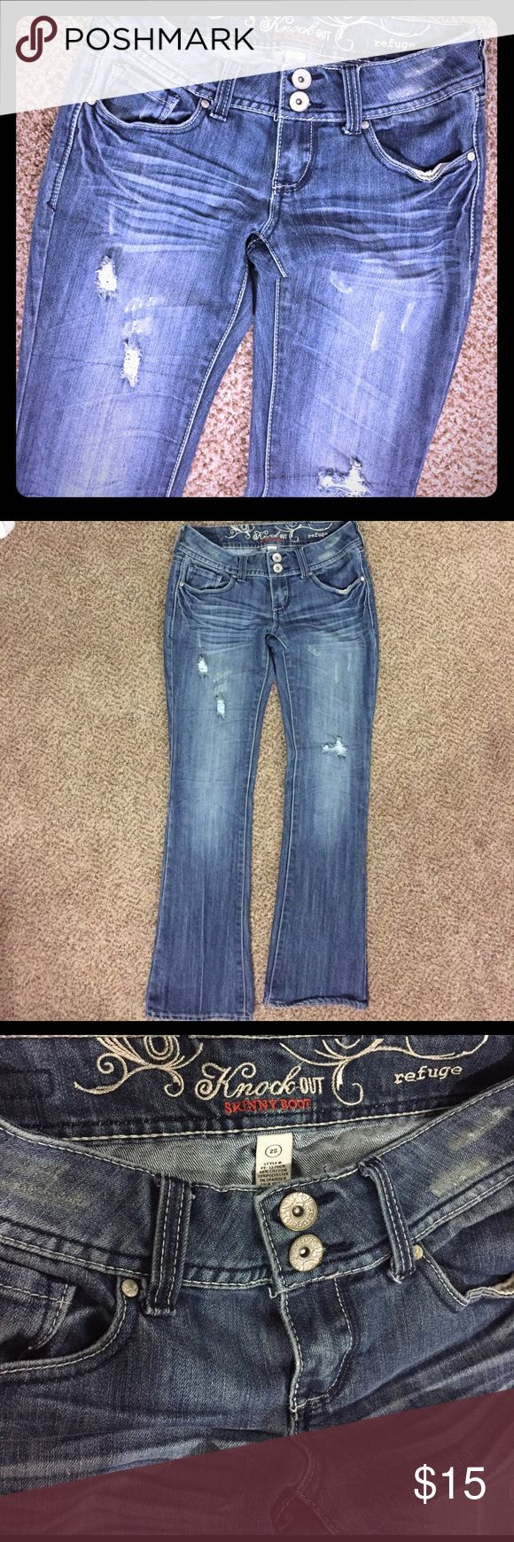 Refuge women's distressed jeans. Skinny Boot Sz 25 Refuge women's distressed jeans. Skinny Boot Size 25, has a stretch to it so I believe could fit bigger as well, in great condition! refuge Jeans Boot Cut