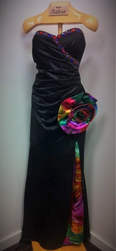 Brand NEW evening gown with tags on, this stunning black corset dress with a bold bloom and matching slit inlay is by Carol Lin for Ignite Evenings.