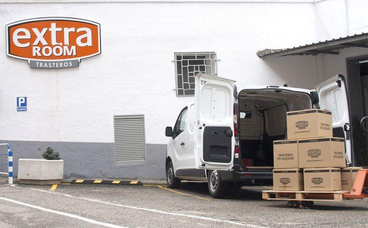 Entrada trasteros extraroom Madrid. Parking gratuito y de fácil acceso.