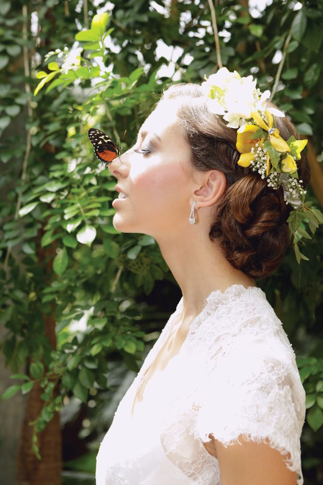 Whimsical! #wtshow Location: Cambridge Butterfly Conservatory Photography: herakovic Photography Bridal Fashions: Jennie Ross Bridal Flowers: Raymond's Flowers Hair & Makeup: Evolution Concepts in Hair & Spa Model: Melanie P from Gemini Modelling Agency