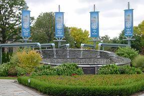 Tabara de limba engleza & viata de campus american la Kean University  Tabara internationala de vara de limba engleza are loc la New York - cu o suprafata de 10.200 kmp si o populatie de peste 20 milioane de locuitori, este cel mai mare oras al lumii. Orasul este situat in nord-estul Statelor Unite ale Americii, pe coasta Oceanului Atlantic, in zona de varsare a fluviului Hudson, fiind asezat atat pe insulele Manhattan, Long, Staten, cat si pe continent.   Puncte de atractie: Statuia…