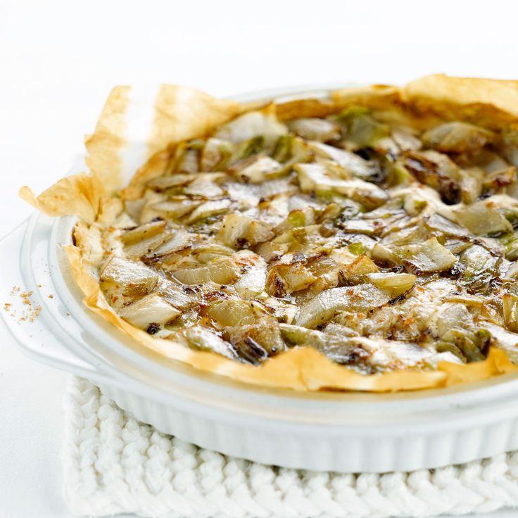 Découvrez la recette Tarte fine au crabe et endives caramélisées sur cuisineactuelle.fr.