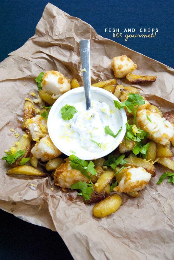 La mia (meravigliosa) rivisitazione del Fish & Chips: con baccalà fritto, patate novelle al forno, yogurt greco al pepe, buccia di limone e tanto altro! Una piatto magnificamente goloso eppure molto fresco.  La ricetta potete trovarla su http://noodloves.it/fish-and-chips-gourmet/ #FishAndChips #Baccalà #Patate #Yogurt #CornFlakes #Limone #Frittura #Forno #Ricetta #Gourmet #Cool #Brunch
