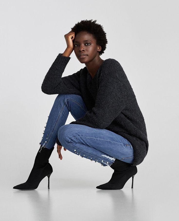 Catalog Zara Noi Colectii de Blugi Dama 2017 - 2018! Oferte: Jeans skinny fit cu talie medie, detalii in partea de jos si efect prespalat 129,90 lei