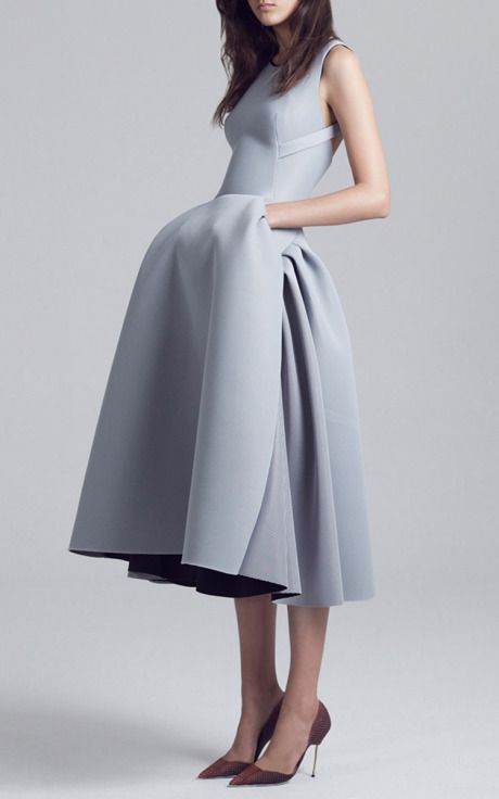 Sculptural Fashion - structured dress with elegant 3D silhouette // Maticevski S/S 2015
