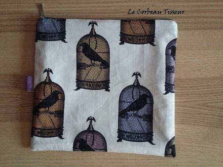 """Trousse """"Libérez les corbeaux"""" #trousse #purse #pouch #wallet #faitmain #handmade #cousumain #DIY #alittlemarket #corbeaux #cages #raven #crow"""
