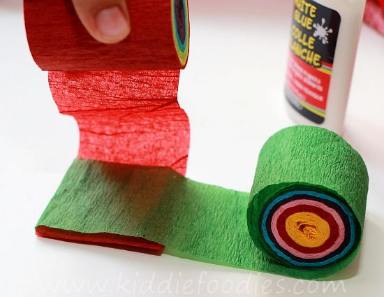 Christmas crafts for kids - how to make your own Christmas tree chain garland from crepe paper step2b