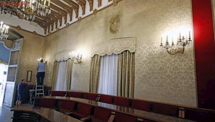 El tripartito de Alicante retira el retrato del Rey del salón de plenos del Ayuntamiento