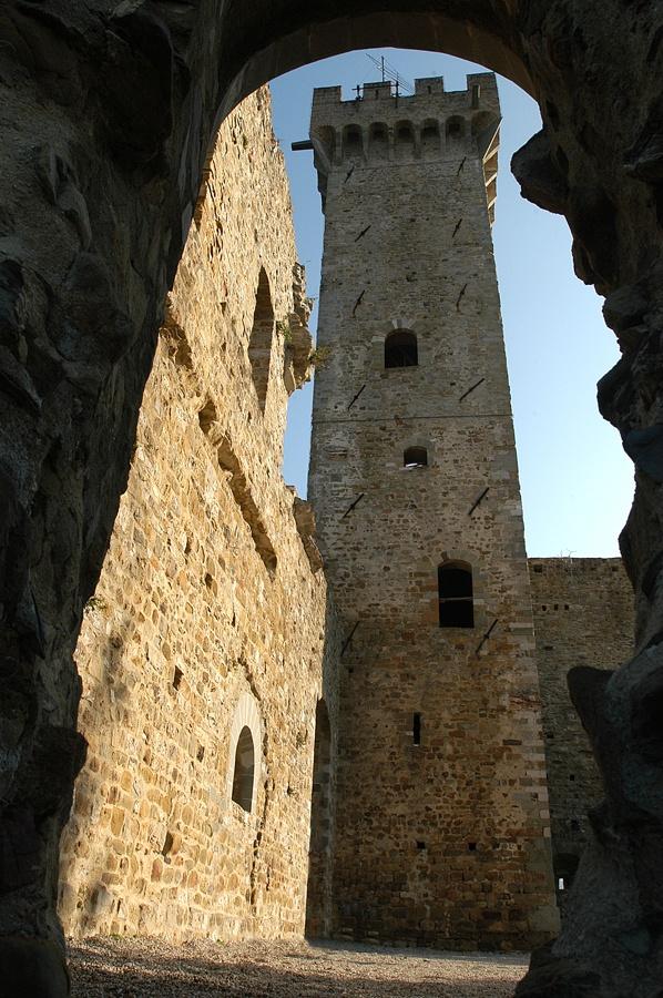 Castelnuovo Magra, scorcio sulla torre, Liguria © Marco Pasini