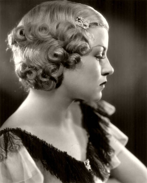 1930s hair, wish I could do this to my hair