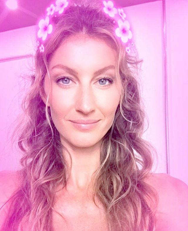 Pin for Later: 102 Célébrités à Suivre Sur Snapchat Gisele Bunchden: giseleoficial