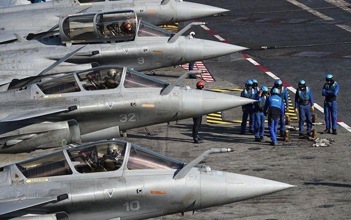 En observant la façon dont la Russie renforce ses Forces armées et construit de nouveaux types d'armements, les pays européens dépensent des milliards d'euros pour moderniser leurs armes afin de rivaliser avec, par exemple, les «superchars» russes.