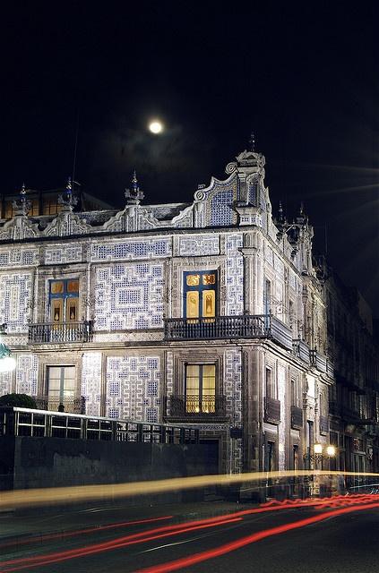 Casa de los Azulejos by eduardo.meza, via Flickr