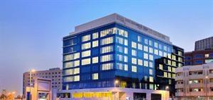 Verenigde Arabische Emiraten Dubai Dubai  Algemene beschrijving: Welkom bij de Melia Dubai in Bur Dubai. De dichtstbijzijnde stad vanuit het hotel is Centre Of Dubai (200 m). Om uw verblijf zo comfortabel mogelijk te maken zijn receptie...  EUR 718.00  Meer informatie  http://dubaiservice.eu http://ift.tt/1U3o6T7 #Dubai #arabischeemiraten