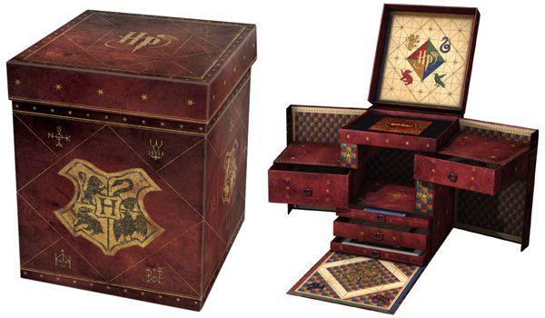 """Découvrez en image le coffret collector d'Harry Potter le """"Wizard Collection"""" à vide. C'est un coffret en édition limitée!"""