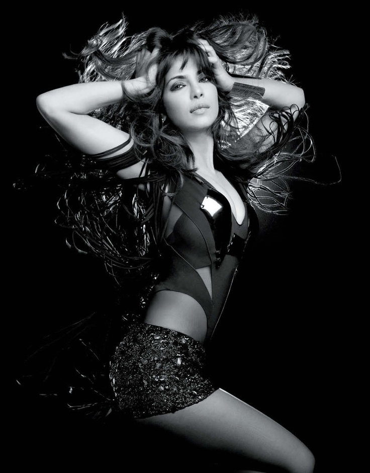nice Bollywood Actress Priyanka Chopra  Hot Glamour Stills Pictures
